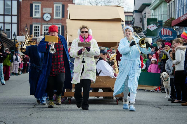 Town_Band_Bed_Race_dsc_6914_edited-1